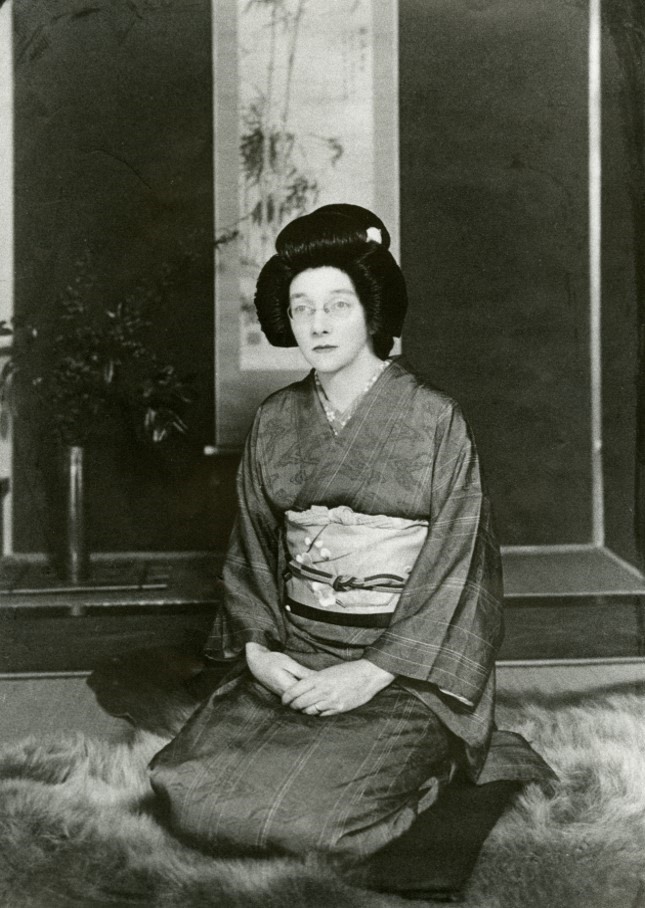 Rita wearing traditional Japanese costume